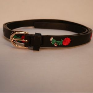Torrid 4X black belt with red embroidered roses